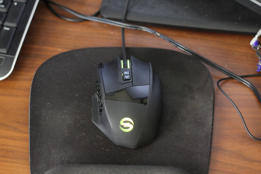 A big computer mouse with 12 buttons on the side